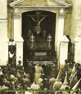 Cristo de la Buena Muerte saliendo desde San Martín. Foto-Cuestión de Cofradías