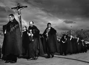 Procesión del Santo Cristo, Bercianos de Aliste. 1975. Procession du Christ, Bercianos de Aliste. 1975.