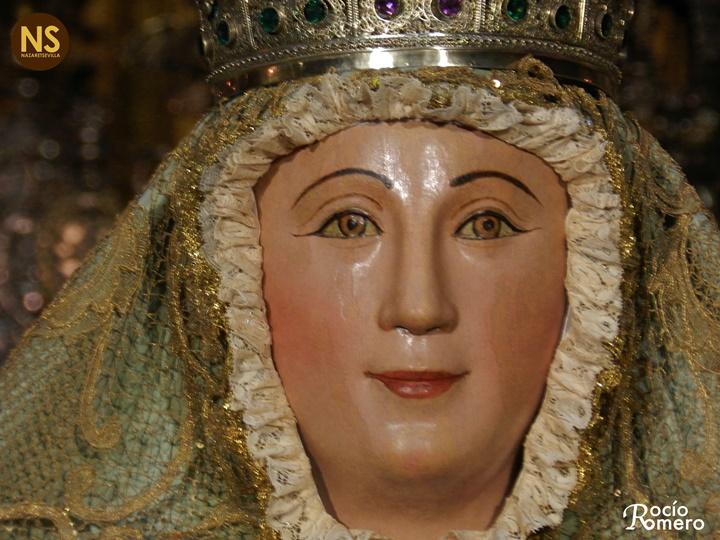 El primer besamanos de la virgen de los reyes tras su for Mudanzas virgen de los reyes
