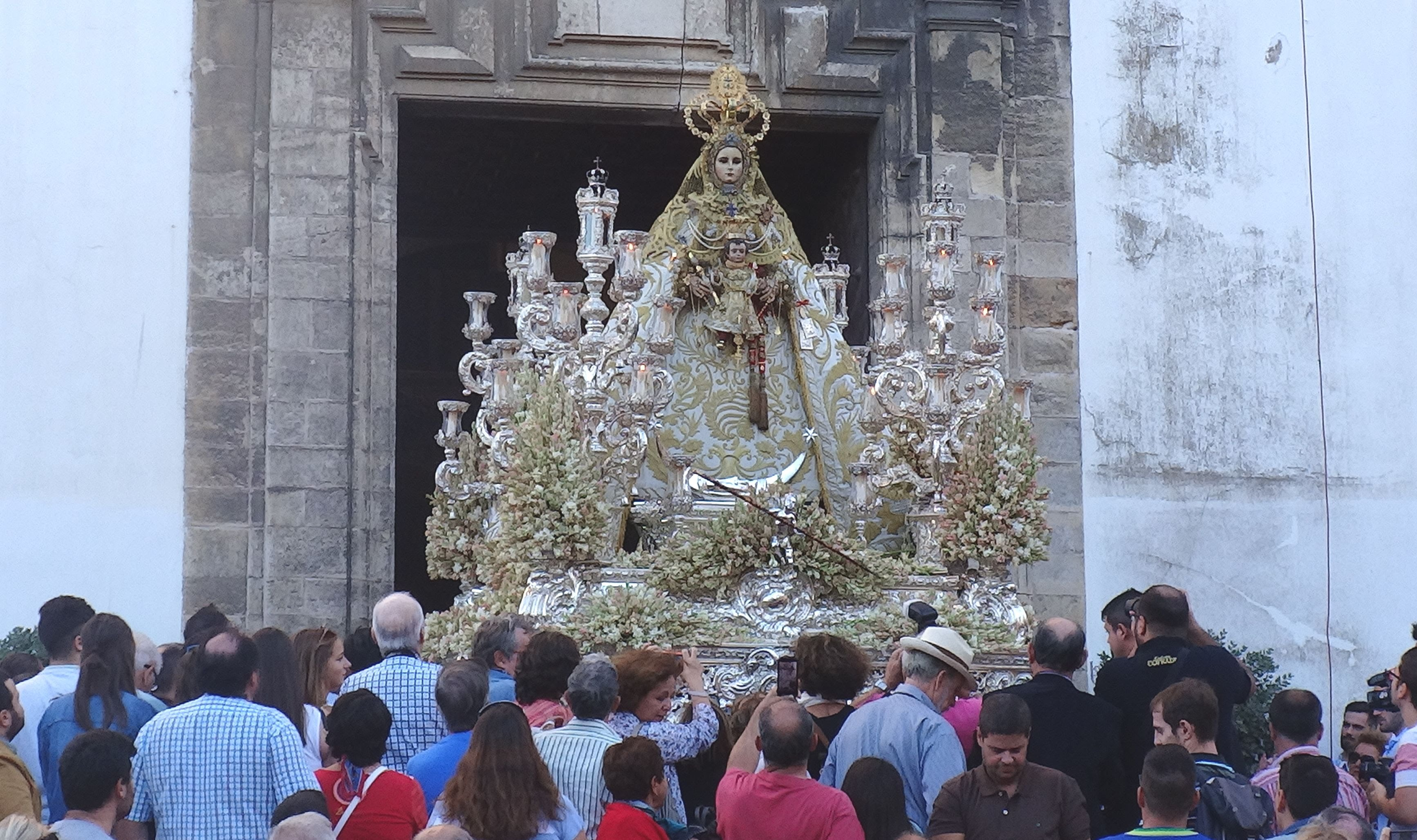 Todos los horarios e itinerarios de la magna mariana de Cádiz
