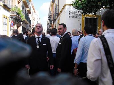 Los hermanos Gallego mandan el paso de la Virgen del Rosario de los Húmeros.