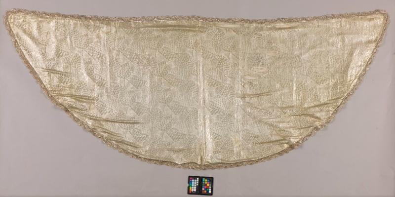 El manto de 'tisú de plata' de la virgen de Valme restaurado por el IAPH